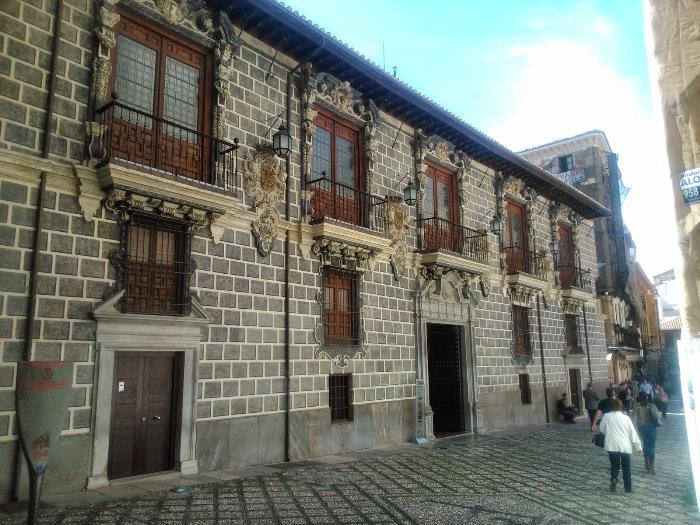 Университет-дворец Медресе