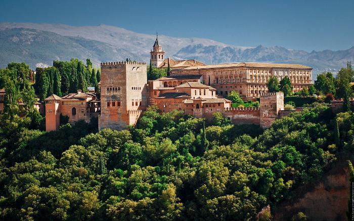Мавританский комплекс Альгамбра или Дворец Насридов