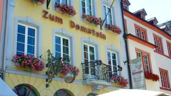 Ресторан Zum Domstein с хорошей кухней и вином