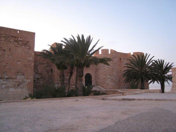 Рядом со столицей острова находится форт Борджэль-Кебир