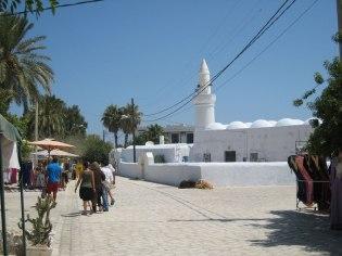 В лабиринтах улиц Хумт-Сука расположено три мечети