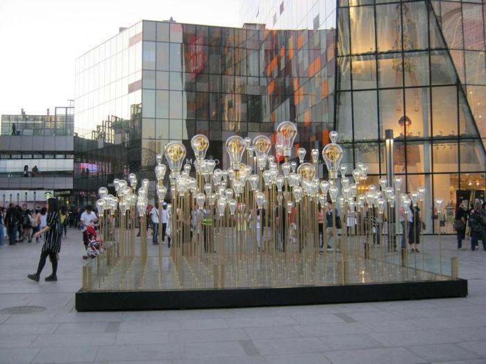 Современное искусство в торговом центре в Пекине, Китай.JPG