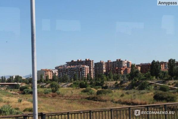Фотографии сделаны из окна автобуса при въезде в город Таррагона