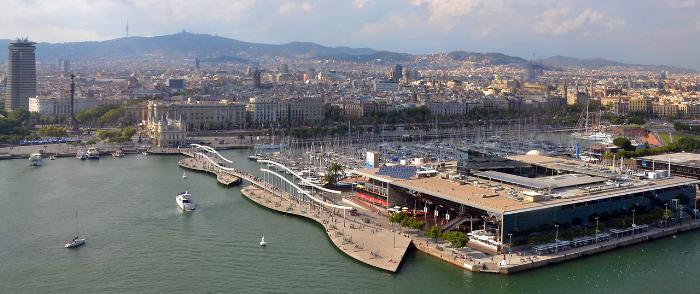 Торговый центр Маремагнум расположен на пирсе в порту Барселоны