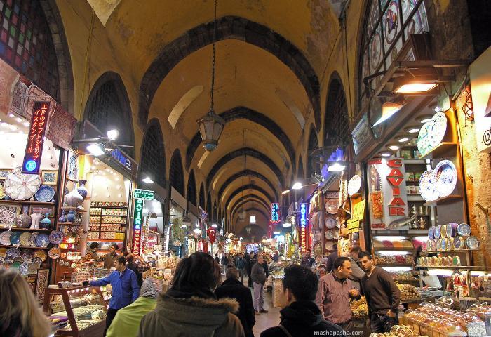 Рынок специй в Стамбуле. Здесь можно купить не только специи, но и сувениры.