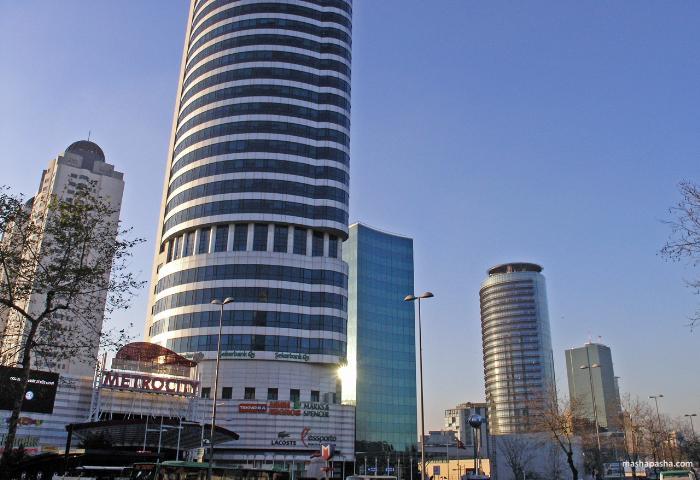 Торговый центр Метросити в Стамбуле находится в помещении крупного офисного комплекса, прямо возле метро.