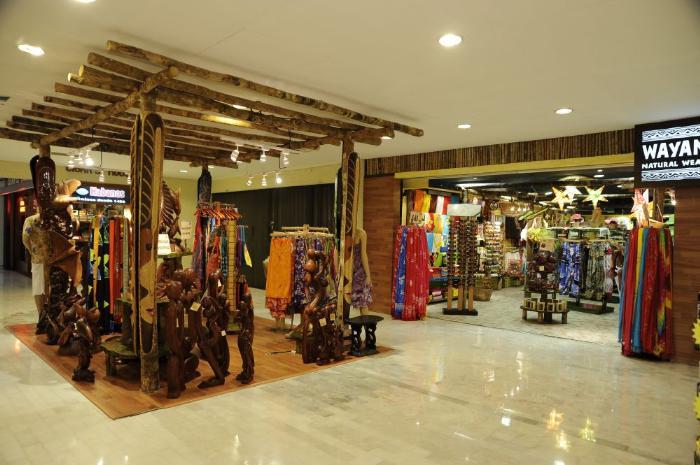 Магазины сувенирной продукции в Плаза Караколь. Щопинг в Канкуне. Мексика подарки и сувениры