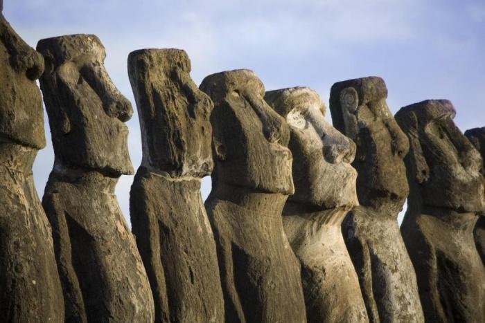 Таинственные статуи на острове Пасхи.jpg