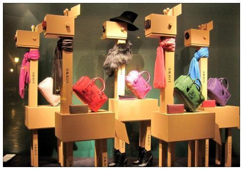 Витрина магазина с сумками