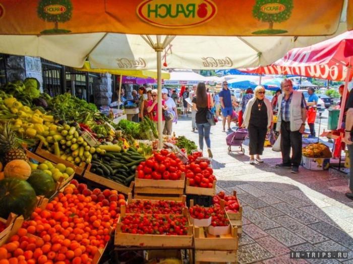 Уличный рынок в Которе, приходите на него пораньше