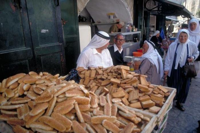 Арабский базар в мусульманском квартале Иерусалима.jpg
