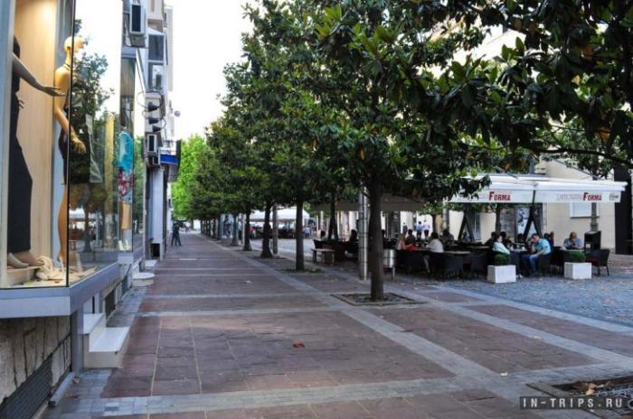 В центре Подгорицы бутики и уличные кафе отлично дополняют друг друга
