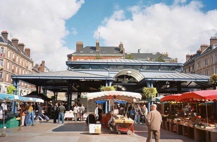 Рынок на площади Сен-Марк