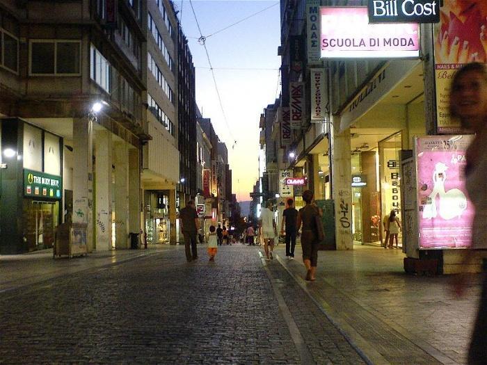 Вечерние Афины, улица Ermou.jpg