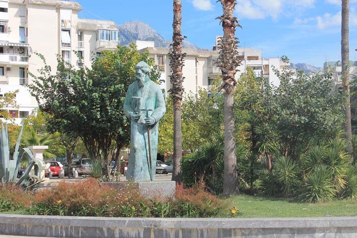 Памятник В. Роловичу в Баре