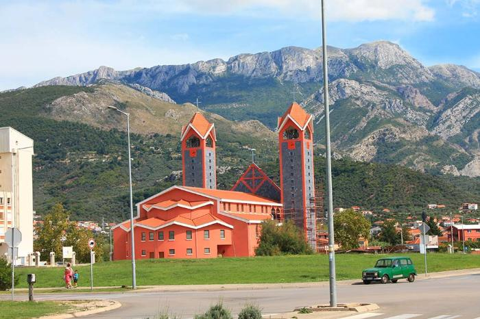 Новая католическая церковь в Баре