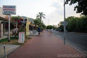 Главная дорога курортного поселка Кириш (Турция)