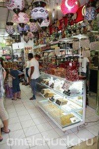 Лавка турецких сладостей в поселке Кириш