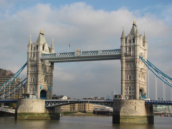 Тауэрский мост, который официально открылся в 1894 году, Лондон.JPG