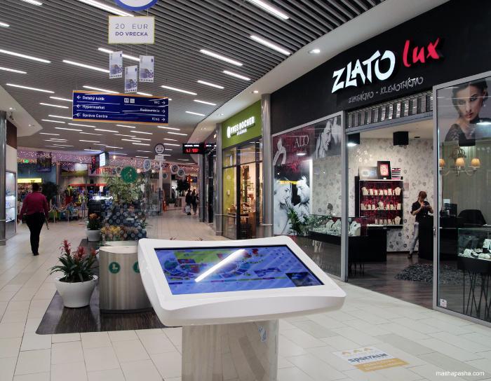 Внутри Торгового центра Оптима в Кошице