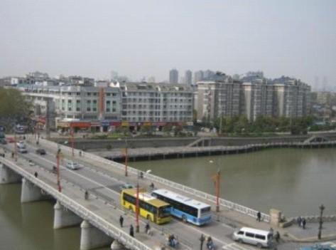 На фото: вид сверху с Городской стены