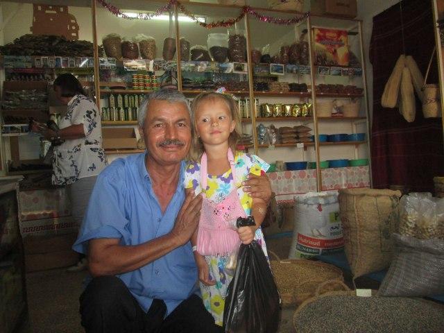 Тунис, город Зарзис, продавец Мухамед