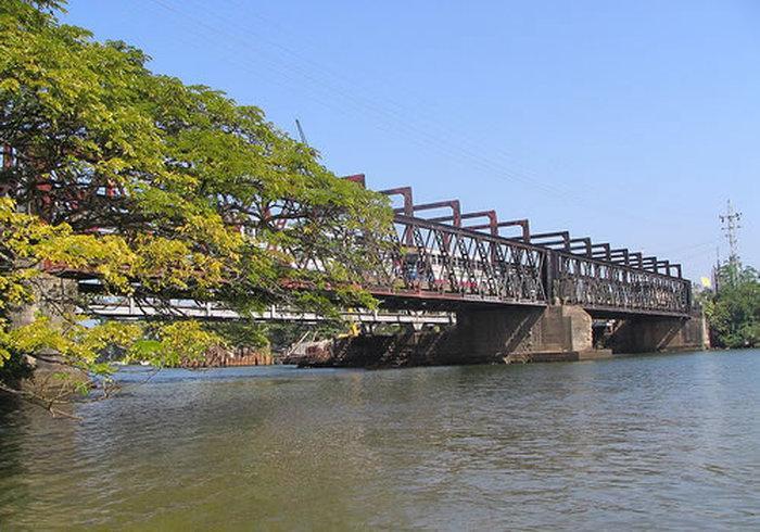 Визитная карточка Бентоты — большой автомобильный мост