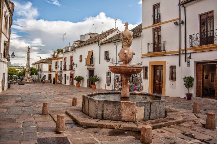 Площадь Plaza del Potro