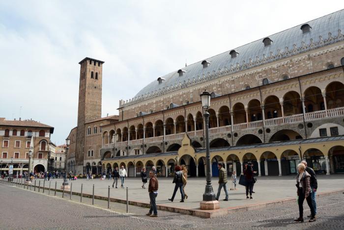 Гастроном Sotto il Salone, Италия