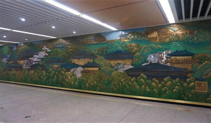 Стены станции метро Houweizhai.jpg