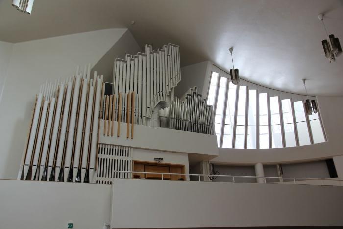 Церковь Трех Крестов, орган.jpeg