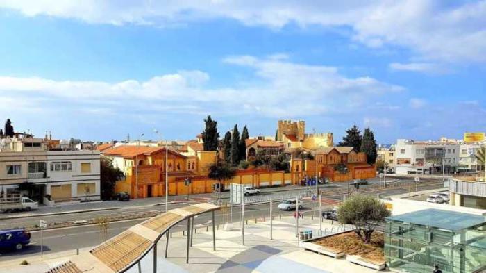 Площадка перед торговым центром, Пафос, Кипр