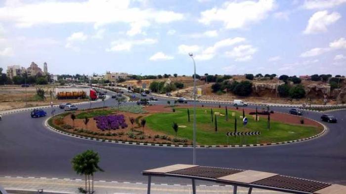 Кольцевая дорога на подъезде к ТРЦ Кингс Авеню Молл, Пафос, Кипр