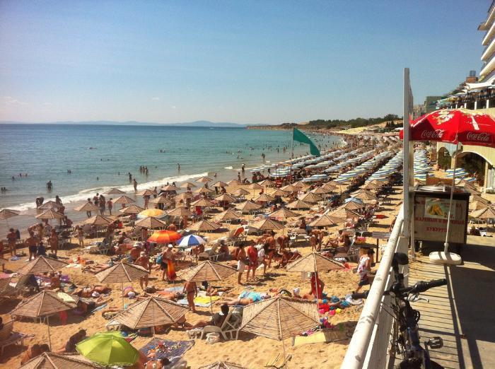 Пляж в Несебре весьма чистый и оборудован всем необходимым для отдыха