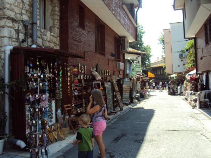 Для большинства туристов шоппинг в Несебре ограничится знакомством с местными сувенирами