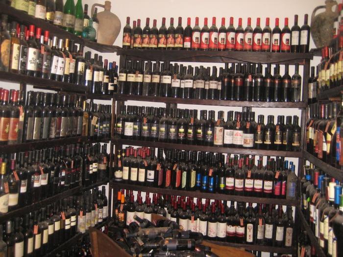 Болгарское вино - хорошая альтернатива магнитикам на холодильник в качестве подарка для друзей