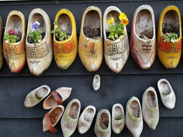 Зансе-Сханс, мастерская по изготовлению традиционной голландской обуви.jpg