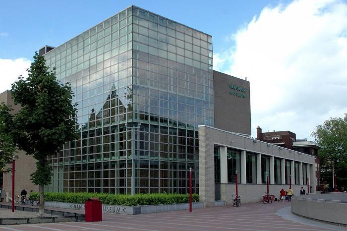Музей Ван Гога, главное здание.jpg