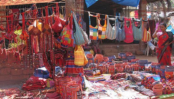 на рынке в Анжуне