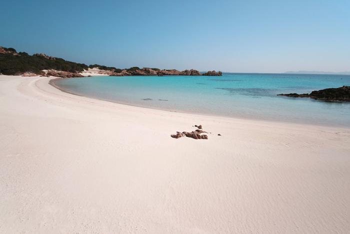 Остров Буделли и знаменитый розовый пляж