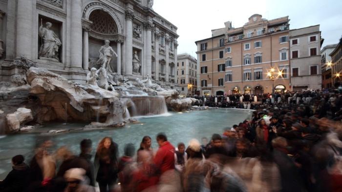 Смотрим на фонтан