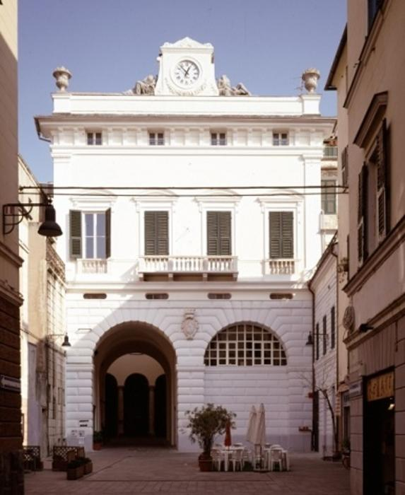 http://italia-ru.com/files/pinacoteca-palazzo-gavotti.jpg