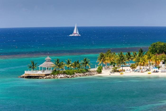 Панорама острова на Ямайке.jpg