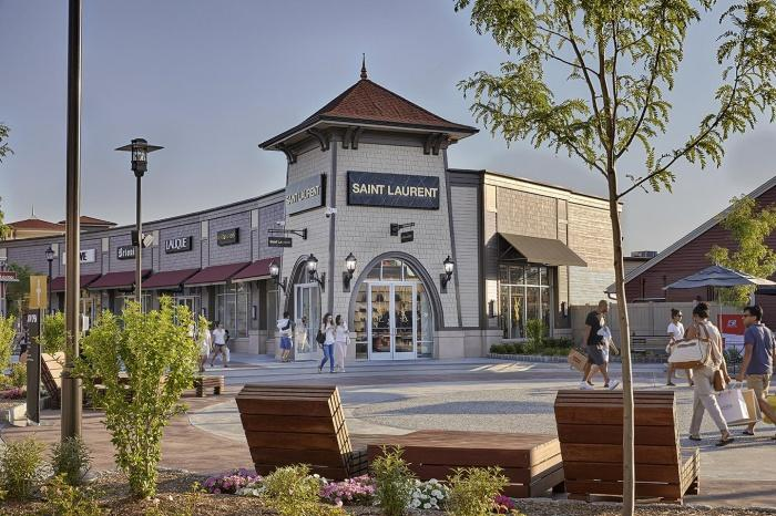 Woodbury Common Premium Outlets.jpg