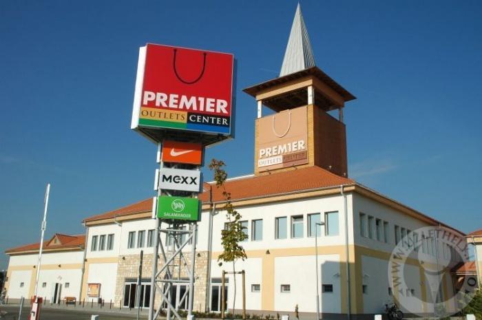 Premier Outlets Center.jpg