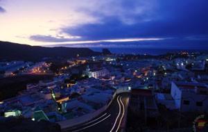 Ночной вид городка Агаэте