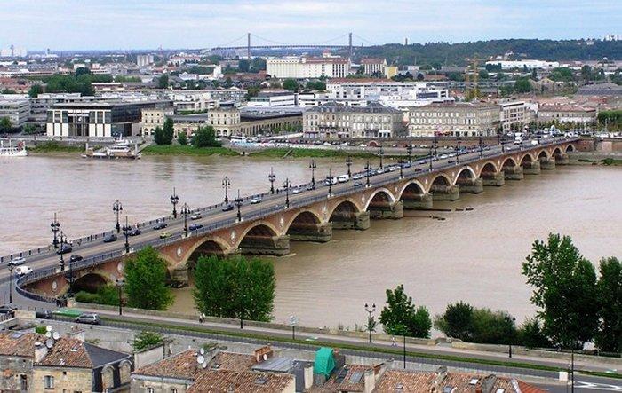 Мост Pont de Pierre