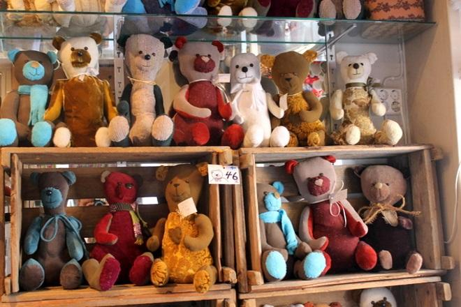 Плюшевые медведи в магазине Shop Sadunhenki. Фото: pinterest.com