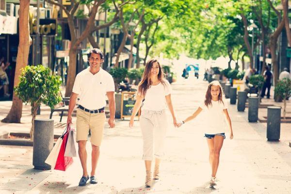 shopping-pokupki-torgovy-j-tsentr-santa-kruz-Tenerife-Kanarskie-ostrova-Kopirovat-
