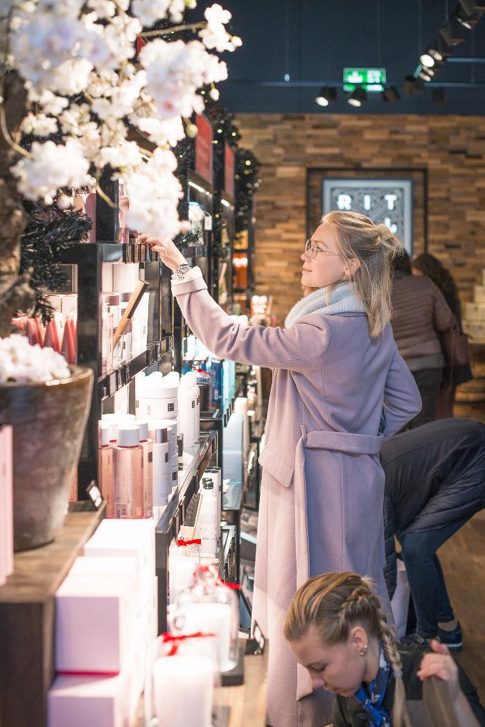 Ingolstadt Village, Christmas market, Bavaria, Chic Outlet Shopping, annamidday, анна миддэй, анна мидей, тревел блогер, русский тревел блогер, лучший блогер, лучший российский блогер, аутлеты европы, Value Retail, Черная пятница в атлетах, где лучший шоппинг в европе, лучшие бренды европы, выгодный шоппинг в европе, inspiration, streetstyle, winter outfit, top fashion blogger, top russian fashion blogger, фэшн блогер, русский блогер, известный блогер, топовый блогер, russian bloger, top russian blogger, streetfashion, russian fashion blogger, blogger, fashion, style, fashionista, модный блогер, российский блогер, ТОП блогер, ootd, lookoftheday, look, популярный блогер, российский модный блогер, russian girl, с чем носить пастельное пальто, с чем носить серебряные ботильоны, Ballin silver boots, ballin parbat steel leather ankle boot, цветовые сочетания, streetstyle, красивая девушка, Анна миддэй, как сочетать пастель
